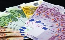 Евро дешевеет к доллару на фоне слабой статистики из еврозоны и Германии