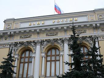 Банк России поднял курс доллара на 42 копейки