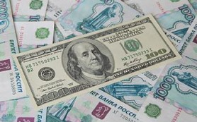 Доллар обновил летний минимум к рублю
