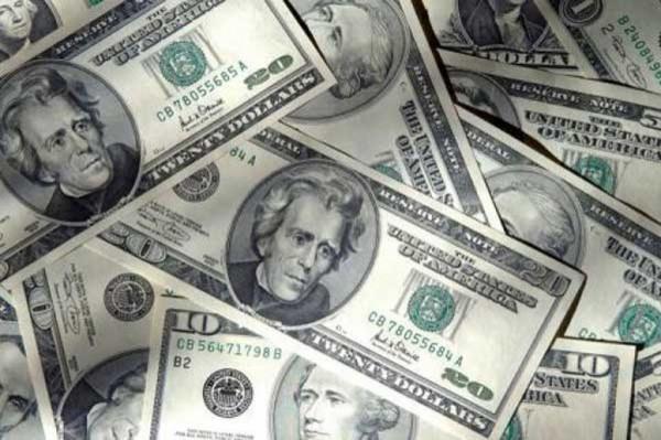 ВЦИОМ: Россияне считают, что доллар вырастет до 35 руб. к концу года