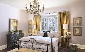 Как выбрать люстру для спальни, чтобы она подчеркнула стиль интерьера и создала необходимую атмосферу?