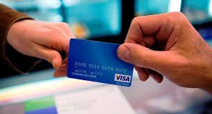 За границу – только с банковской картой