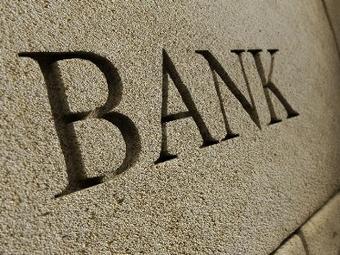 Банки не спешат снижать ставки по розничным кредитам