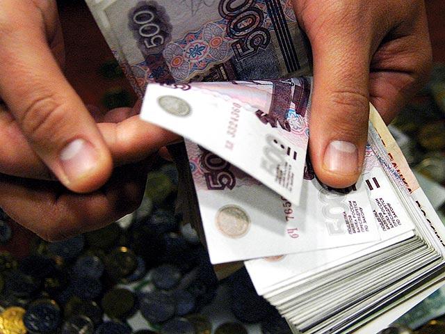 Почти половина россиян откладывает деньги на «черный день»
