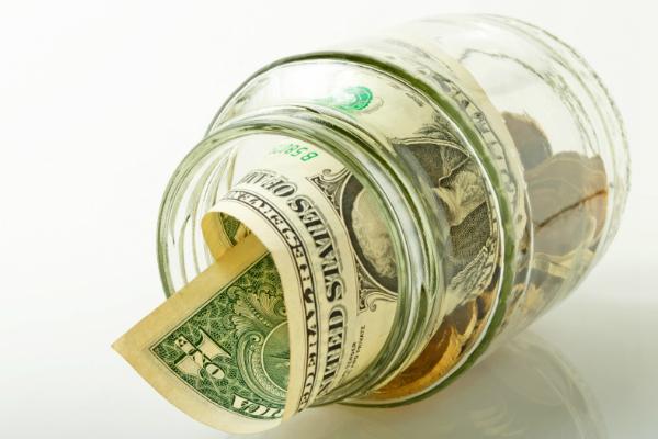 Курс доллара опустился ниже 54 рублей