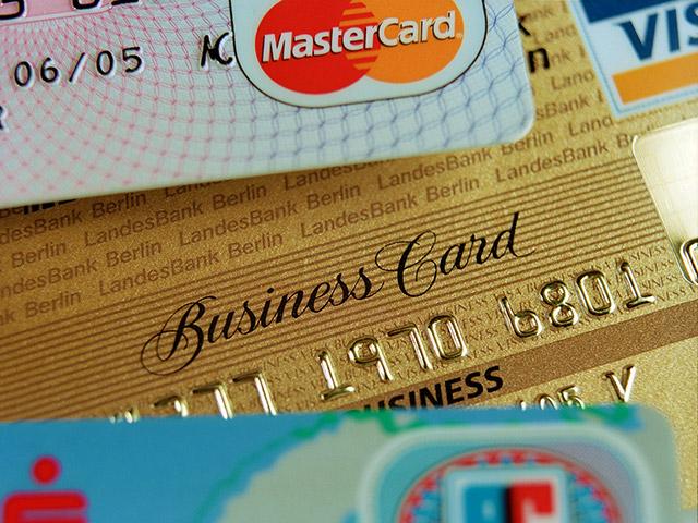 Почему при оплате по рублевым картам за рубежом реальную сумму списания можно узнать лишь через несколько дней