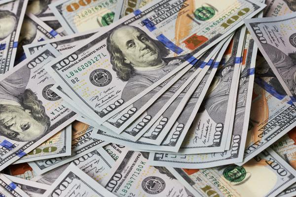 Курс доллара на открытии торгов превысил отметку 57 рублей