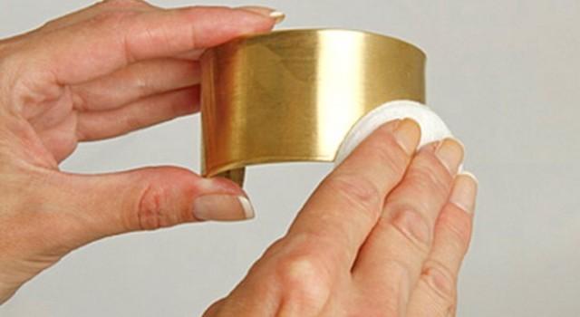 Как почистить изделия из серебра в домашних условиях