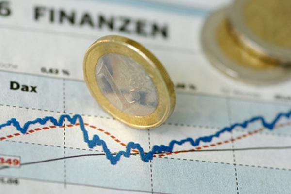 Официальный курс евро приблизился к 69 рублям