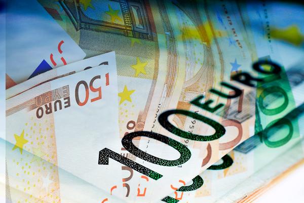 Евро подешевел до 71 рубля