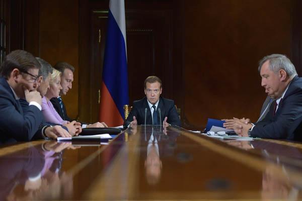 Медведев указал подготовить сбалансированный бюджет на 2016-2018 годы