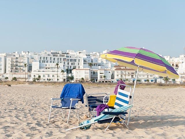 Продажи туристических страховок за полгода упали на 40%, из-за ослабления рубля путешествовать за границу стало дорого