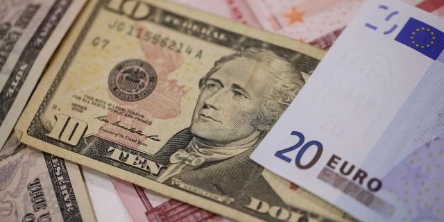 Евро поднялся до 73 рублей впервые за полгода