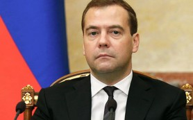 Медведев решил не повышать налоги на добычу нефти