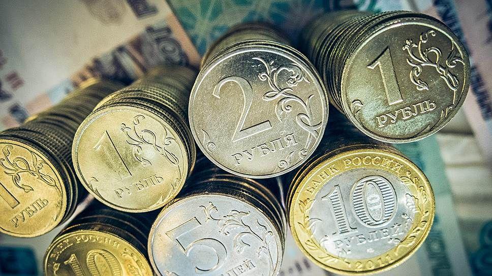 Рубль укрепился по итогам месяца впервые за полгода