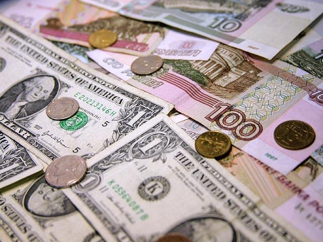 Курс доллара на бирже впервые за 3 месяца опускался ниже 62 рублей
