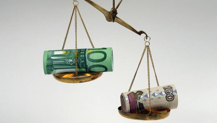 Курс евро упал ниже 69 рублей