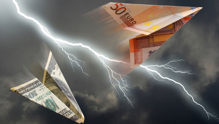 Доллар и евро снизились после вчерашнего роста