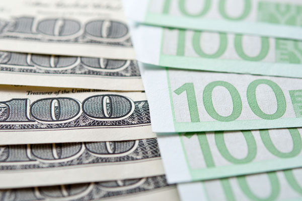Рубль укрепился к евро несмотря на падение нефти