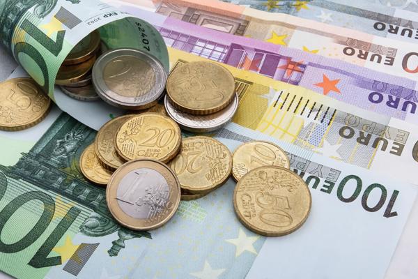Курс евро на Московской бирже поднялся выше 72 рублей