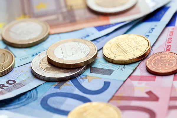 Официальный курс евро вырос до 75,5 рубля