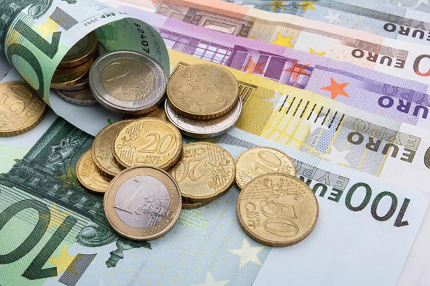 ЦБ повысил курсы иностранных валют