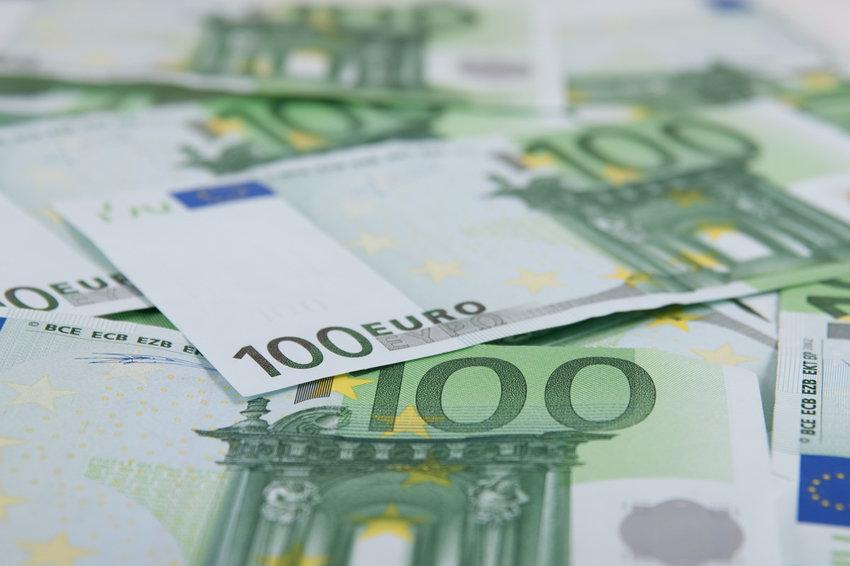 Официальный курс евро поднялся к 87 рублям