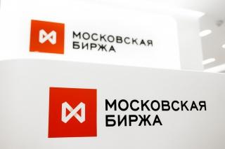 Рубль стабилизируется после снижения накануне