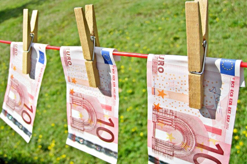 ЦБ поднял курс евро выше 84 рублей