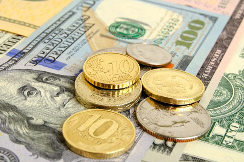 Официальный курс евро приблизился к 77 рублям