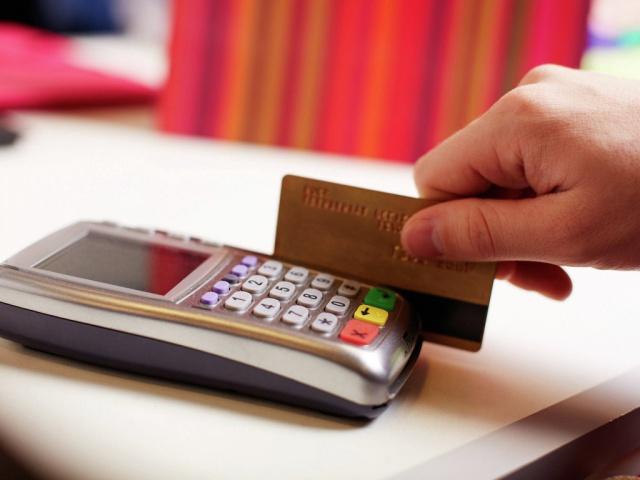 ЦБ: платежи по картам выросли на 27% до 9 трлн руб.