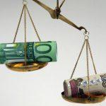 Рубль подвинул доллар и евро