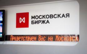Рубль обновил максимум года к евро в начале торгов