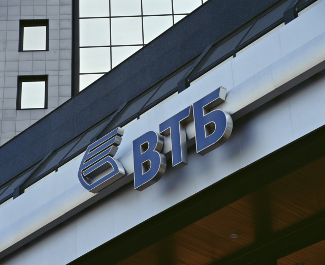 ВТБ получил прибыль в июле против убытка годом ранее
