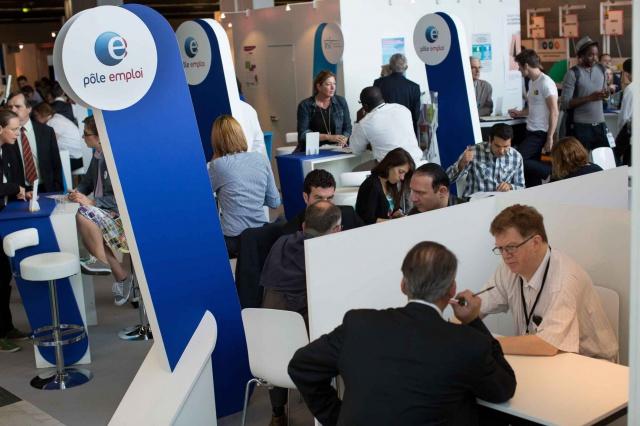 Безработица во Франции упала ниже 10%
