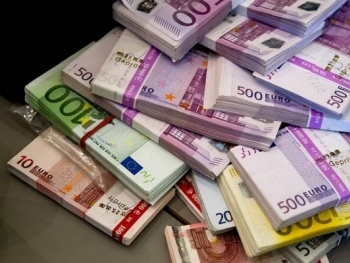 Официальный курс евро снизился до 72,4 рубля