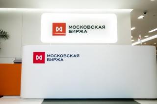 Рубль укрепился при открытии торгов на Мосбирже