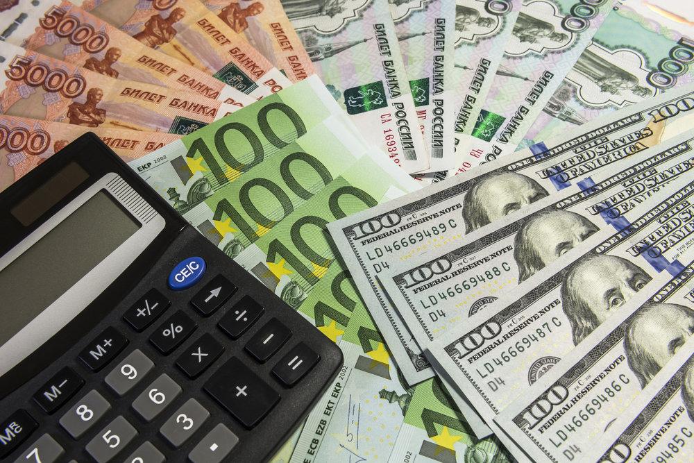 Центробанк резко поднял курсы доллара и евро