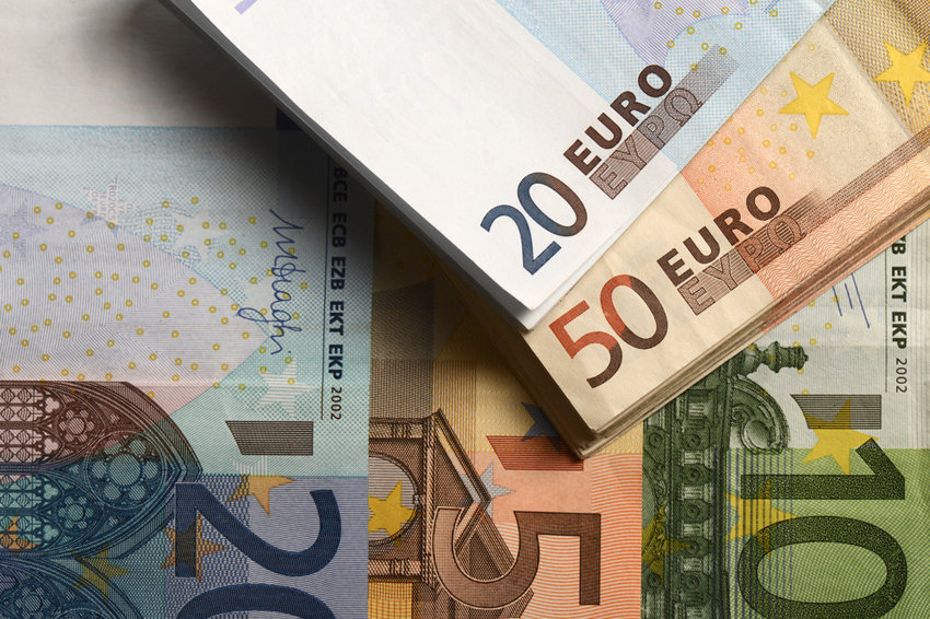 Банк России направил курс евро к 67 рублям