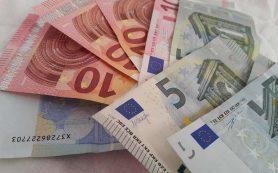 Центробанк поднял курс евро почти до 64 рублей