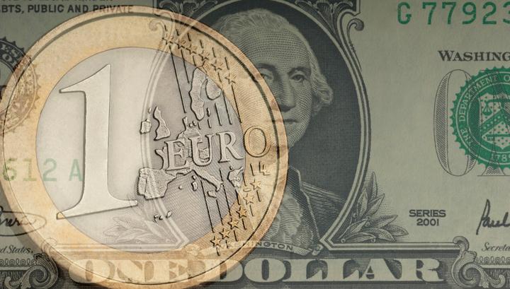 Евро и доллар рухнули, обновив минимумы с июля 2015 года