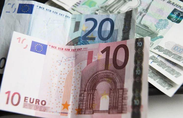 Центробанк снизил курс евро до 61,2 рубля
