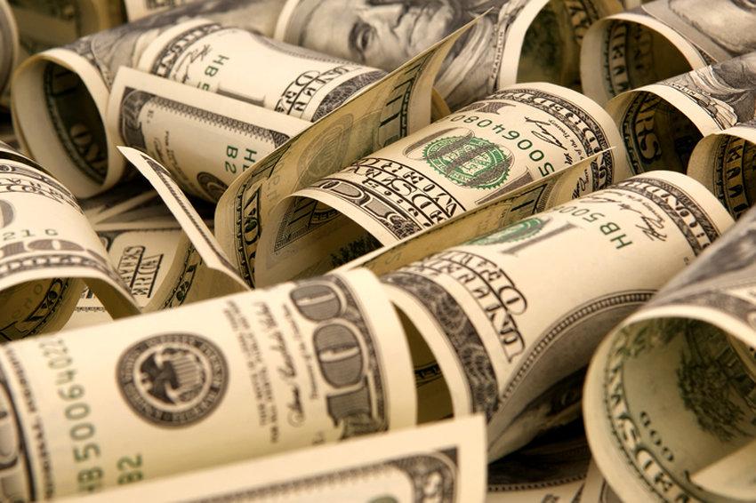 Доллар на праздники будет стоить меньше 58 рублей