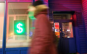 Экономим на рубле: зачем россиянам очередные валютные кредиты