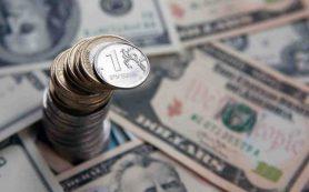 Банки избавляются от валюты