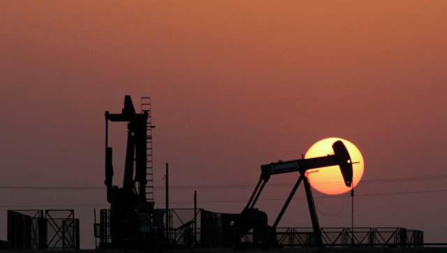 Цены на нефть во вторник продолжили снижение на фоне данных из Ливии