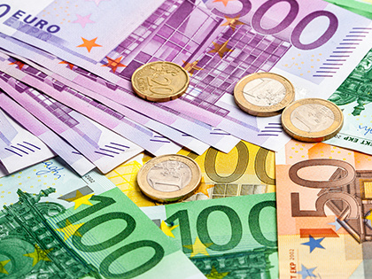 Курс евро превысил 64 рубля на открытии торгов