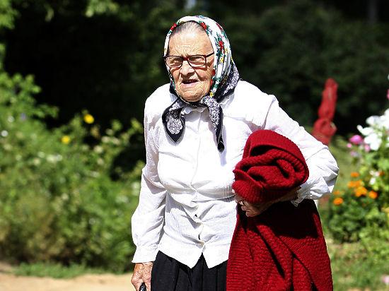 Кризис выгнал пенсионеров с огородов на работу