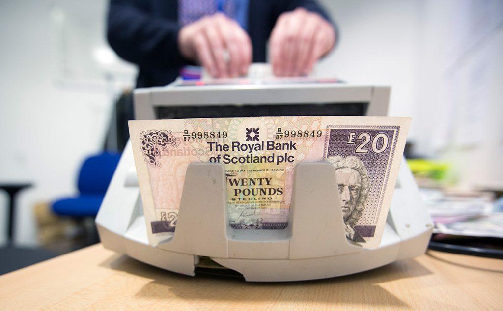 Холодный процент: как изменились ставки по валютным вкладам в октябре