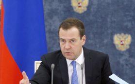 Медведев о пенсиях: «Деньги есть, все будет выплачиваться»